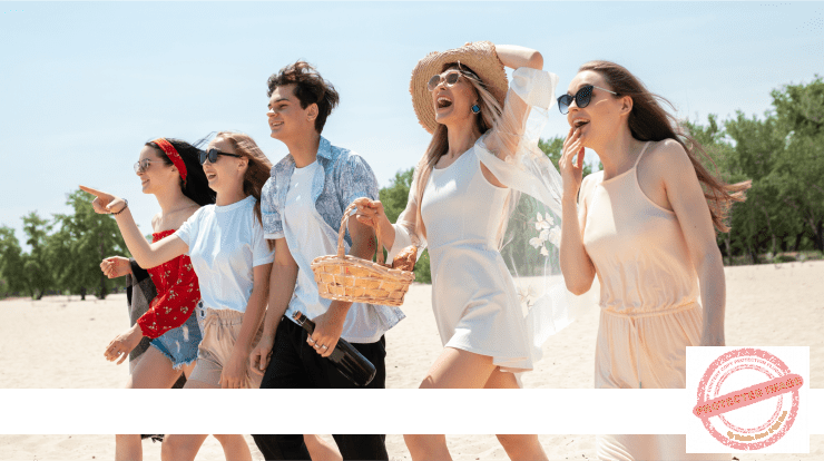 Group of friends having fun on the beach Free Photo