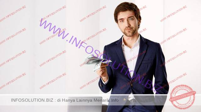 Stylish successful young businessman at his office, lean on table, holding money, smiling, making deal with business partner Free Photo freepik.com